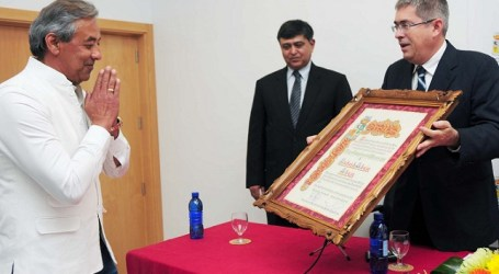Maspalomas entrega el título de Hijo Adoptivo al empresario Rakesh Ahuja