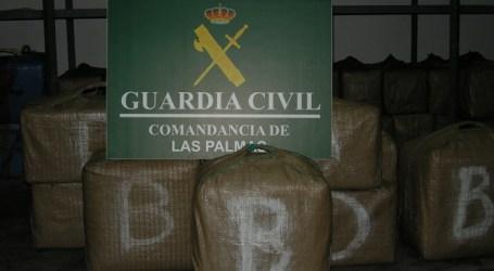 Interceptan una embarcación con 1.300 kilos de hachís al sur de Gran Canaria