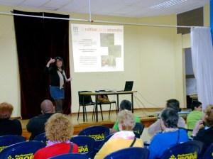 Margarita Navarro Rodríguez, durante la conferencia que ofreció sobre el almendrero