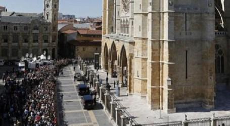 Los tres ayuntamientos del sur de Gran Canaria guardan un minuto de silencio por Isabel Carrasco