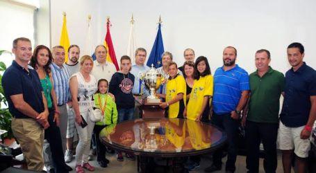 Maspalomas recibe oficialmente a cuatro jóvenes campeonas locales