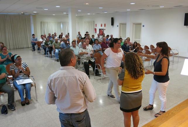 La alcaldesa entrega los diplomas a los cursillistas