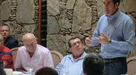Fecao expone sus demandas turísticas a Fernando Clavijo