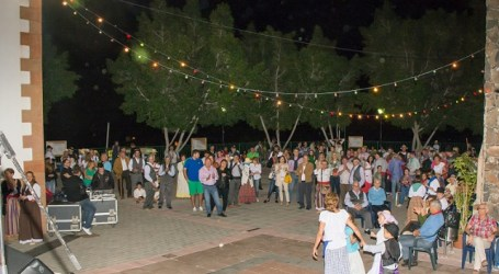 Elena Álamo pregona en Ayagaures las fiestas del Niño Dios y San Purruño