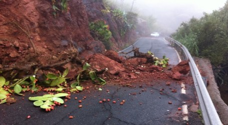 Cerrada al tráfico la carretera de Agaete a La Aldea por desprendimientos