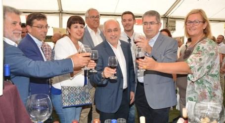 La VI Feria de Vino, Queso y Miel se postula como garante del sector primario
