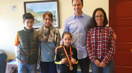 El Ayuntamiento de Mogán reconoce el mérito deportivo de María Villalobos
