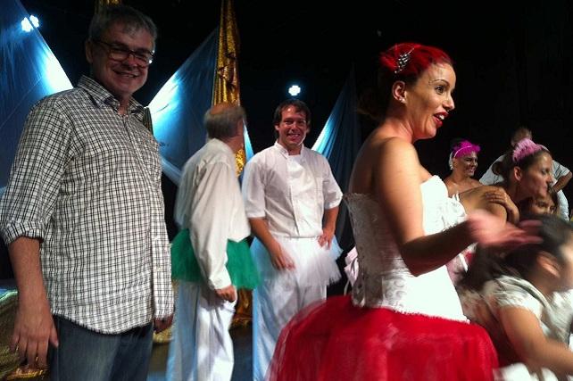 Escuela Municipal de Teatro de Maspalomas, el director Sergio Gil con artistas