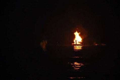 Noche de San Juan, hoguera flotante