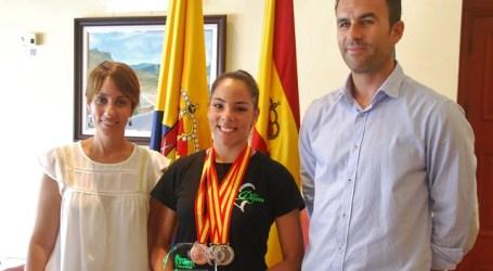 Mogán reconoce el mérito deportivo de la gimnasta Natividad Hidalgo