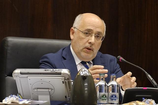 Antonio Morales, presidiendo el pleno ordinario de enero 2017
