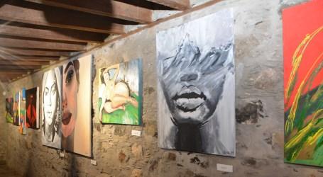 Estudiantes del IES Amurga exponen sus dibujos en la Casa de Saturninita