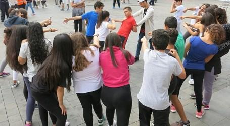 Más de 100 estudiantes hacen en Vecindario un 'Mannequin Challenge' contra el acoso escolar