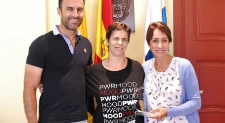 Mogán reconoce los méritos deportivos de la tiradora olímpica María Quintanal