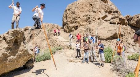 El Cabildo descubre en dos visitas guiadas el arte del tradicional salto del pastor