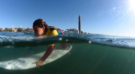 Un monumento recordará la bondad humanista de El Chera, promotor del surf en Maspalomas