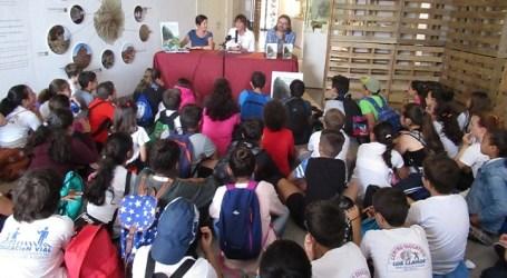 Escolares del municipio viven las aventuras de 'El lagarto de La Fortaleza' en el Centro de Interpretación