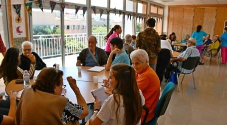 Los alumnos del IES Arguineguín aprenden y acompañan a los mayores de Mogán