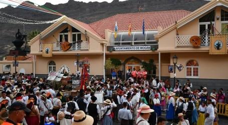 Unas 3.000 personas celebran a San Antonio El Chico con la ofrenda en Mogán