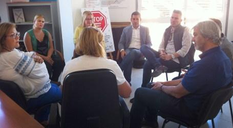 Gobierno y Ayuntamiento valoran con Chrysallis la operatividad del Servicio de Atención a la Diversidad Sexual