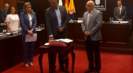 Paco González toma posesión de su cargo de consejero en el Cabildo de Gran Canaria