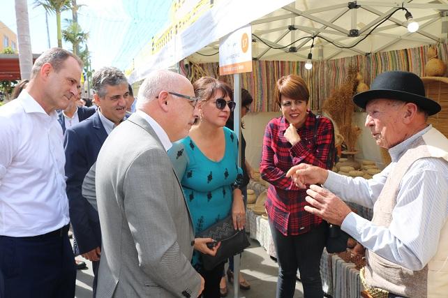 Feria del Sureste 2018. El presidente del Cabildo de Gran Canaria charla con Juan Ramírez