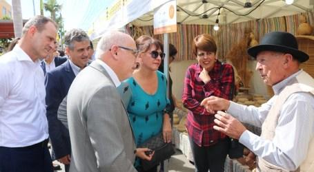 """La Feria del Sureste se inaugura en Vecindario reivindicando """"la defensa de los productos de la tierra y la artesanía"""""""