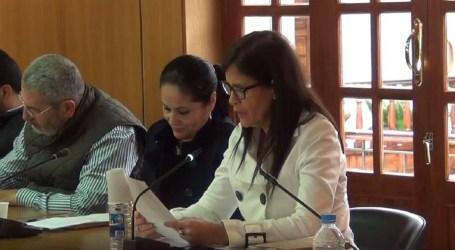 Mercedes Díaz se interesa por los panfletos publicitarios y funcionamiento de la perrera