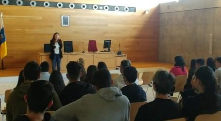 """Jóvenes de Santa Lucía visitan el Palacio de Justicia de la mano del proyecto """"Educando en Justicia Igualitaria"""""""