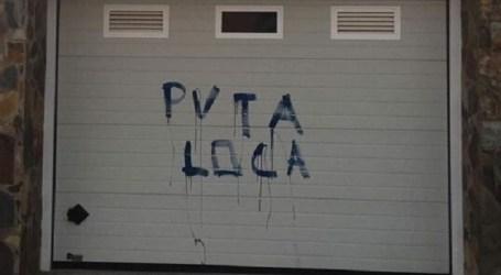 La vivienda de la portavoz de NC en Mogán amanece con pintadas insultantes