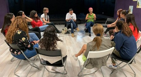 El Punto J acoge la representación de 'Calle Esperanza' una obra teatral hecha con la participación vecinal
