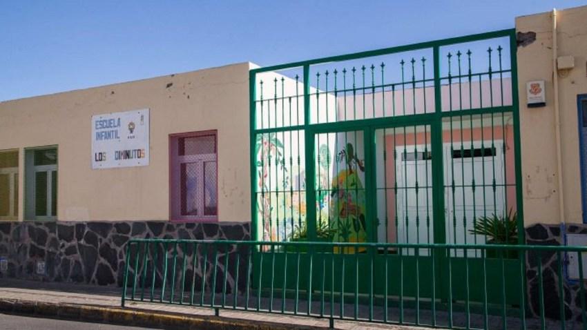 Las escuelas infantiles hacen llegar a los menores escolarizados un kit de material escolar  Los niños y niñas están recibiendo en sus casas lápices de colores, cuadernos para dibujar y colorear, gomets, un diploma y una carta de agradecimiento a las familias