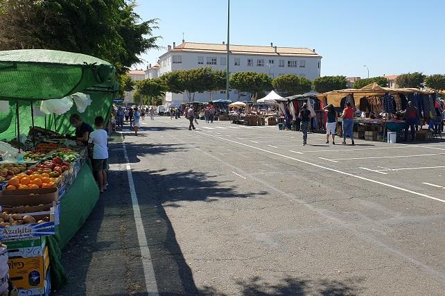 El Mercadillo de Vecindario uno de los primeros en abrir en la isla de Gran Canaria  En el recinto ferial con cerca de ochenta puestos en los que se podía comprar además de comida, ropa, productos de ferretería, bricolaje o libros