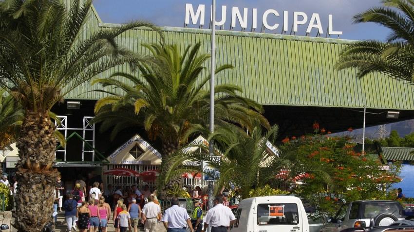 """Reapertura del """"rastro de los domingos"""" junto al Mercado Municipal de Maspalomas El Ayuntamiento de San Bartolomé de Tirajana ha informado de las normas a seguir durante la actividad comercial ambulante a los titulares de los puestos"""