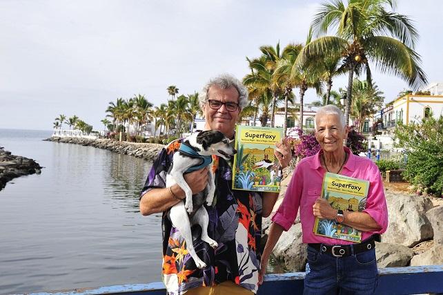 SúperFoxy, un canto de amor a Mogán en forma de libro de aventuras El personaje está basado en la perrita Foxy que la autora Natasha encontró abandonada en el campo de golf de Gran Canaria hace ya 14 años cuando era tan solo un cachorro