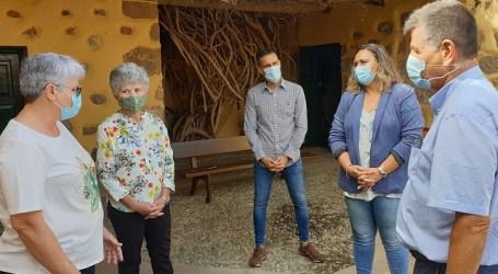 El Ayuntamiento reconoce a las apicultoras Marta Pérez y Gloria Lozano en el Día Mundial de la Mujer Rural