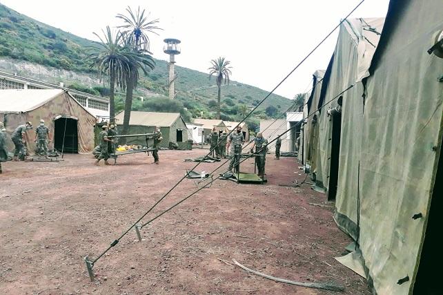 El Mando de Canarias instala un campamento en Barranco Seco Este montaje se realizó en apoyo a las instalaciones del antiguo polvorín de Barranco Seco, alcanzándose una capacidad total de 800 plazas
