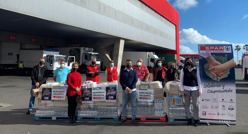 El Décimo Solidario de El Caballo de Oro culmina con la donación de 1.700 kilos de alimentos Los productos fueron entregados a Cruz Roja Española y a las asociaciones benéficas de San Bartolomé de Tirajana, Elomar, Picajuan y Karuna Maspalomas