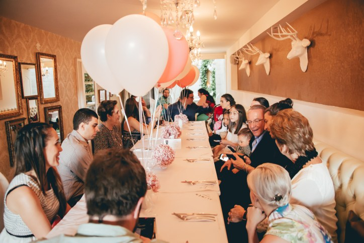 fotografia bautizo, fotografia original bautizo, bautizo medellin, bautizo, sacramento, fotografos, fotografo medellin, mas que 1000 palabras, mas que mil palabras, familias, celebraciones, fiestas, fotografía infantil