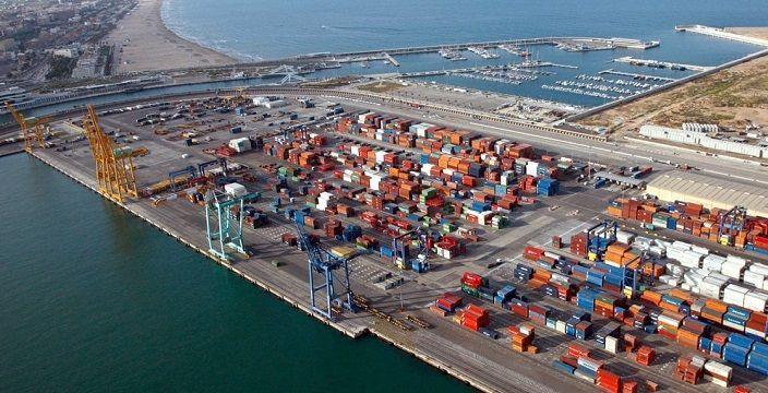 ¿De qué depende la capacidad de una terminal portuaria?