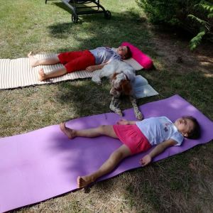 yoga-enfants-posture-relaxation-sàvasana