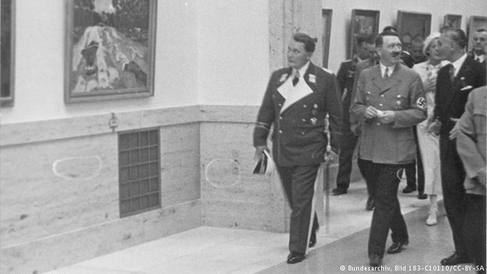 Hitler und Göring in the House of German Art in 1937 (Photo: Bundesarchiv, Bild 183-C10110/CC-BY-SA)