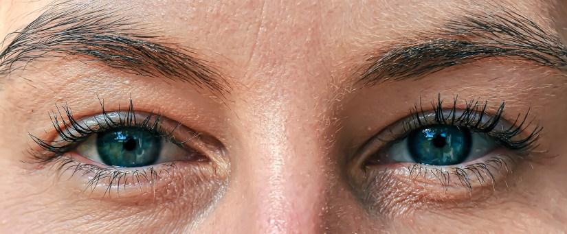 Massage du contour des yeux