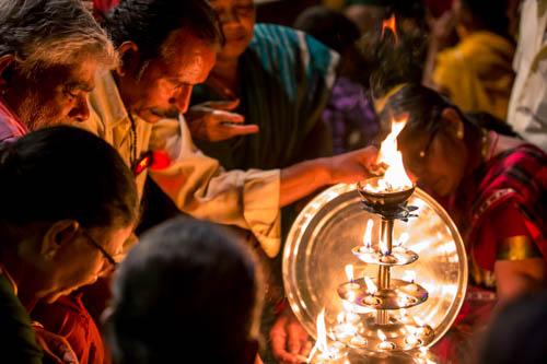 Cerimonia Aarti a Chitrakoot e Varanasi