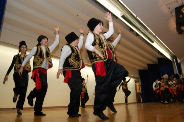 In Haik and Alice Kavookjian Auditorium, a delightful dance performance was offered by the Akh'tamar Dance Ensemble of New Jersey.