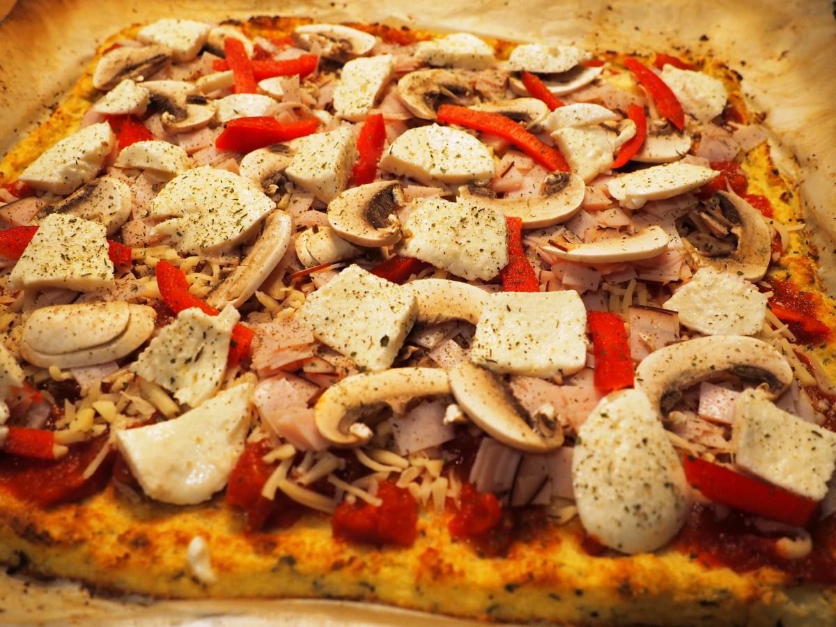 Low Carb Pizza mit Karfiolboden