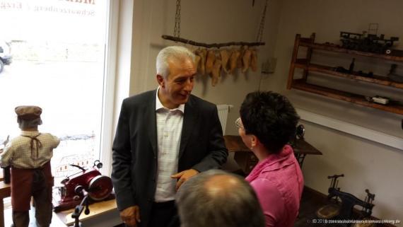 MP Stanislaw Tillich im Gespräch mit GF Frau Schröder.