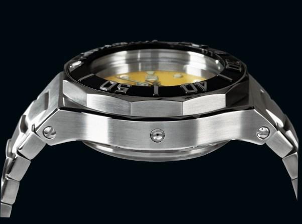 CX Swiss Military Watch™ 12'000 Feet helium escape valve
