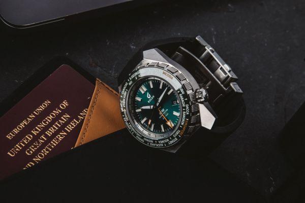 BOLDR Globetrotter GMT watch