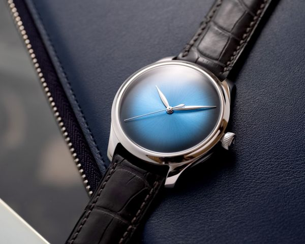 H. Moser & Cie. Endeavour Centre Seconds Concept, Reference 1200-0215, white gold model, Funky Blue fumé dial, grey alligator leather strap, limited edition of 100 pieces